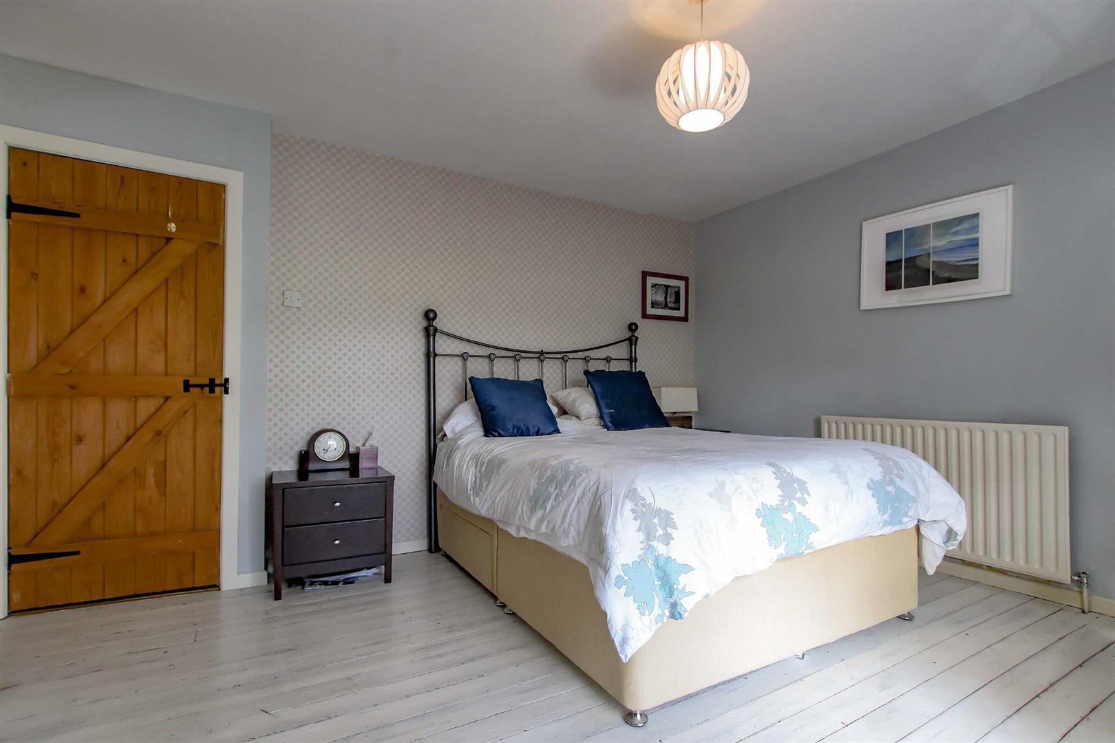 4 Bedroom Detached House For Sale - p033686_37.jpg